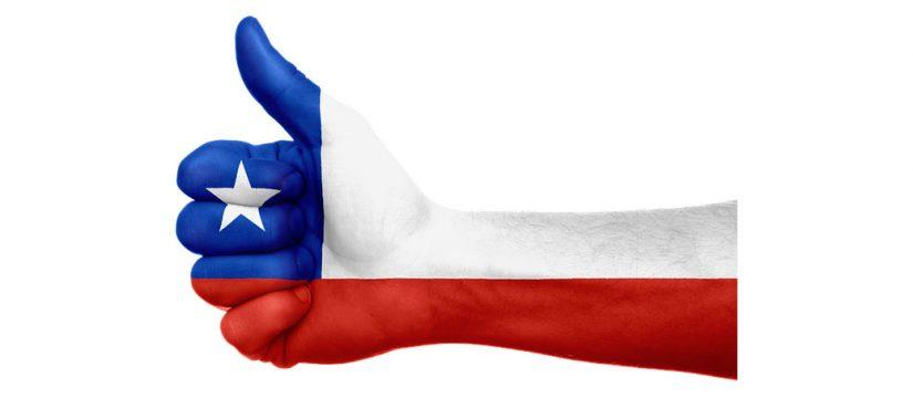 Mano con bandera de Chile